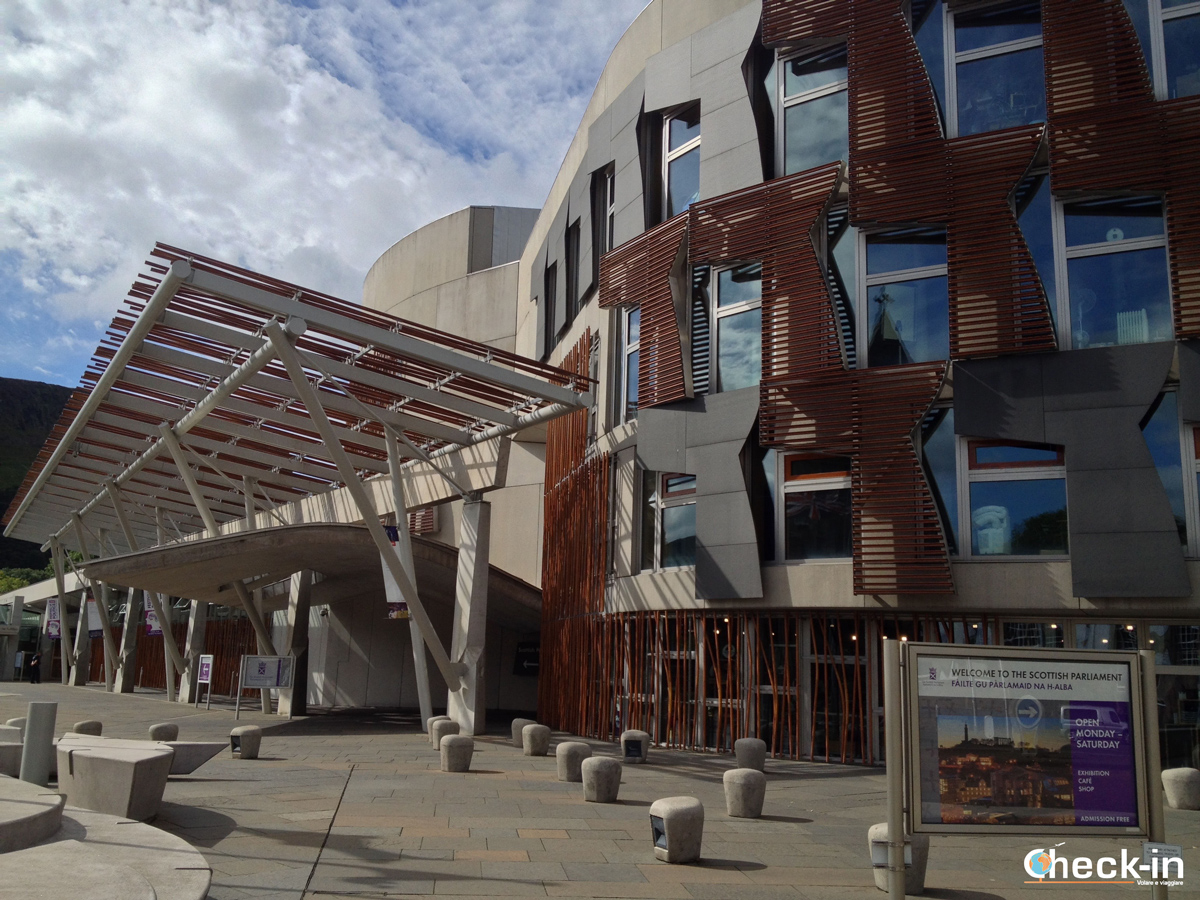 Il Parlamento scozzese alla fine della Royal Mile di Edimburgo