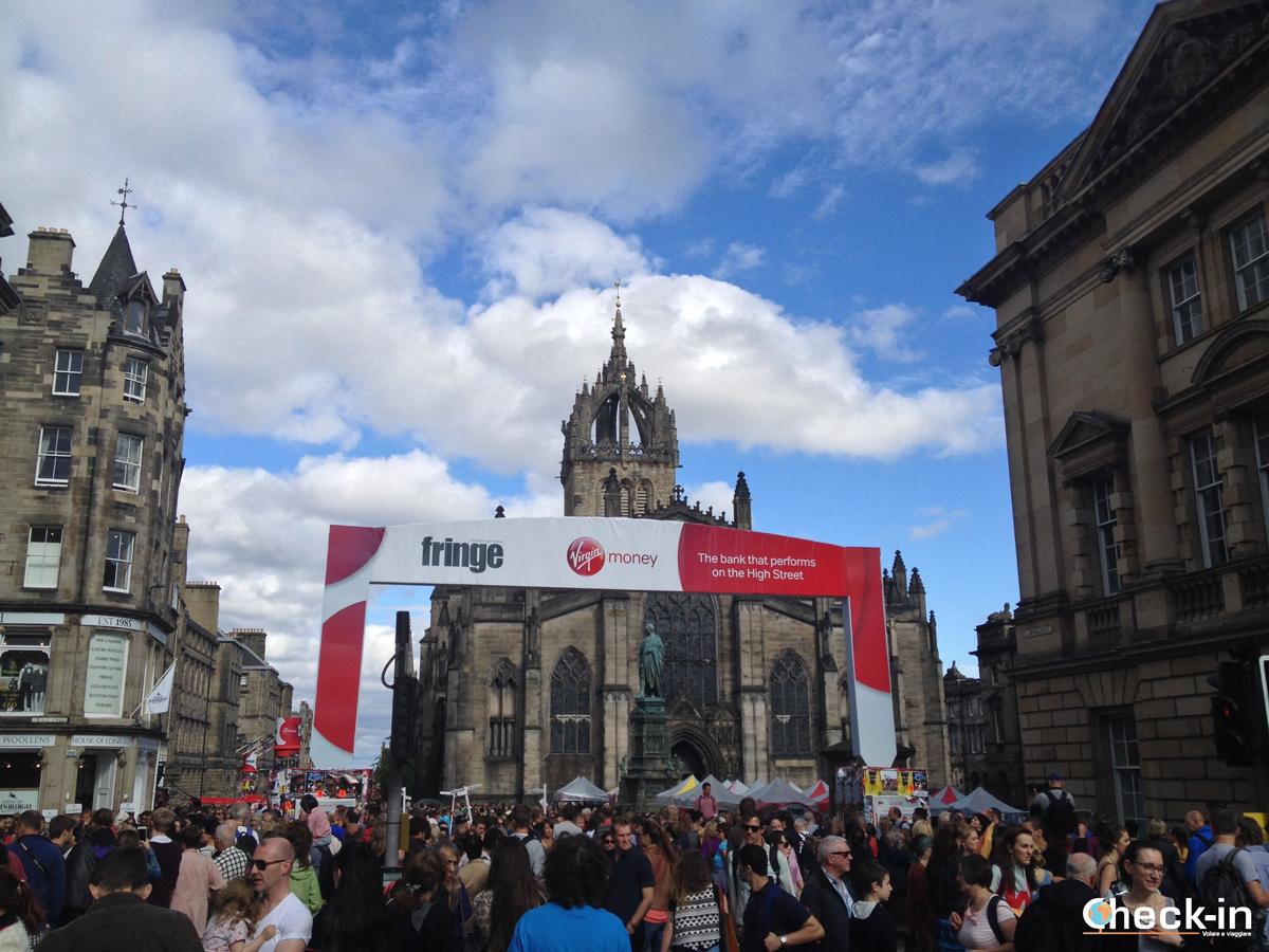 La Royal Mile di Edimburgo invasa per il Fringe Festival