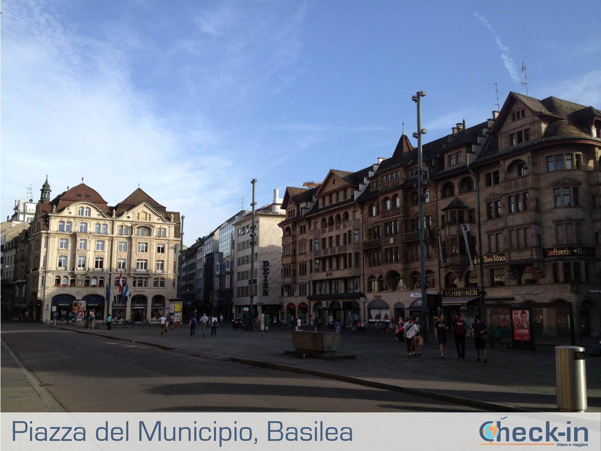 Basilea, la piazza del Municipio