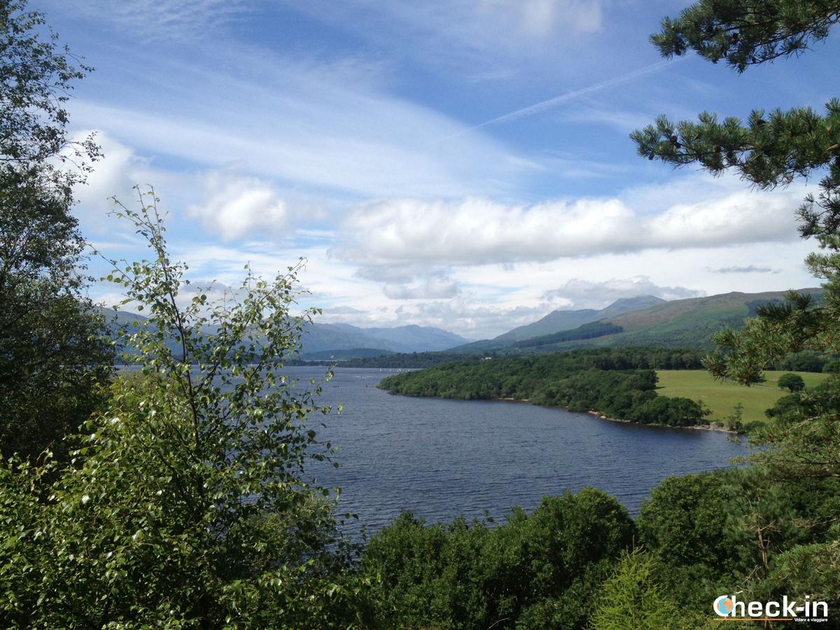 Scorcio dalla collina delle Lowlands scozzesi e del Loch Lomond