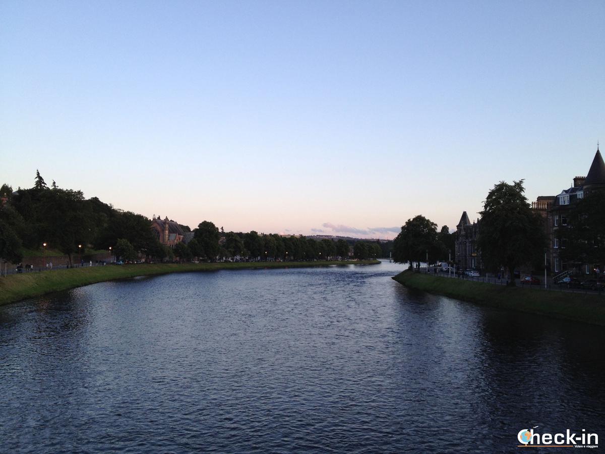 Scozia settentrionale: tramonto sul fiume Ness a Inverness