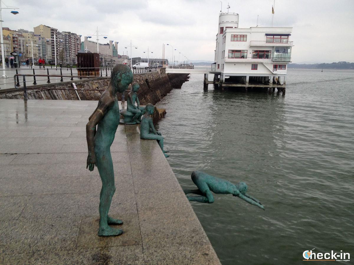 Il monumento a los Raqueros di Santander