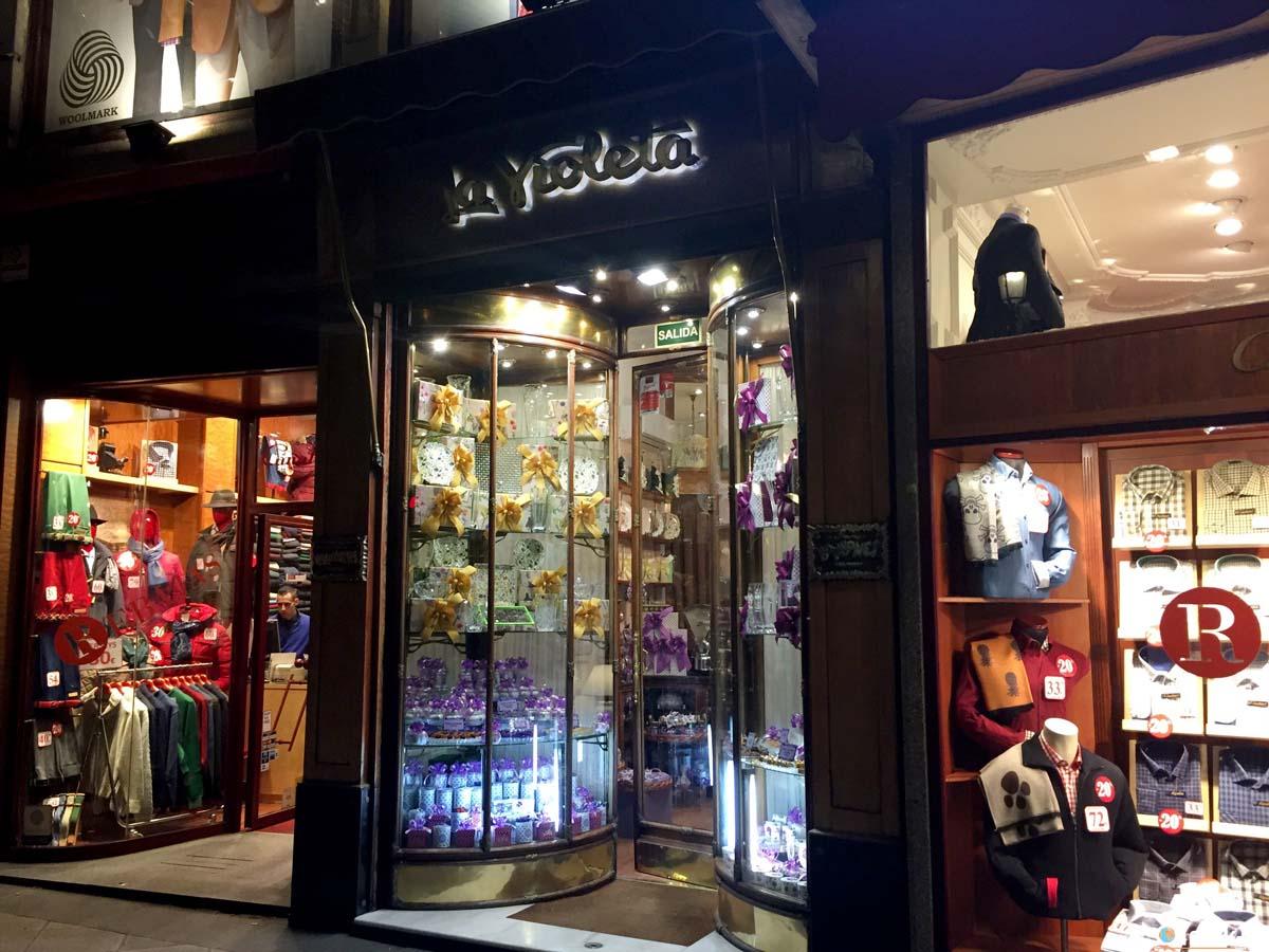 """5 cose da fare a Madrid: assaggiare le caramelle """"La Violeta"""""""