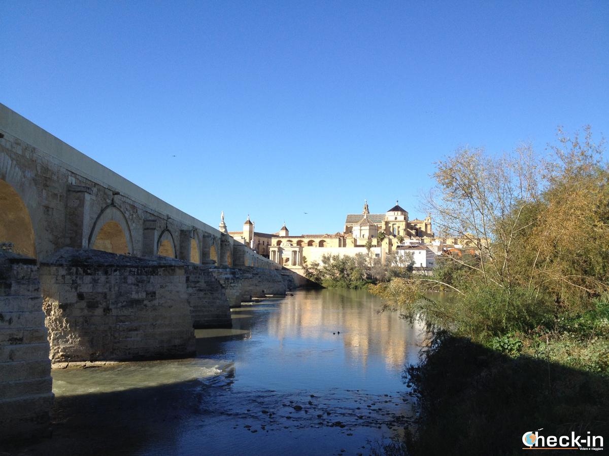 Panorama di Cordoba dal ponte romano - Vacanza in Andalusia, nella Spagna meridionale