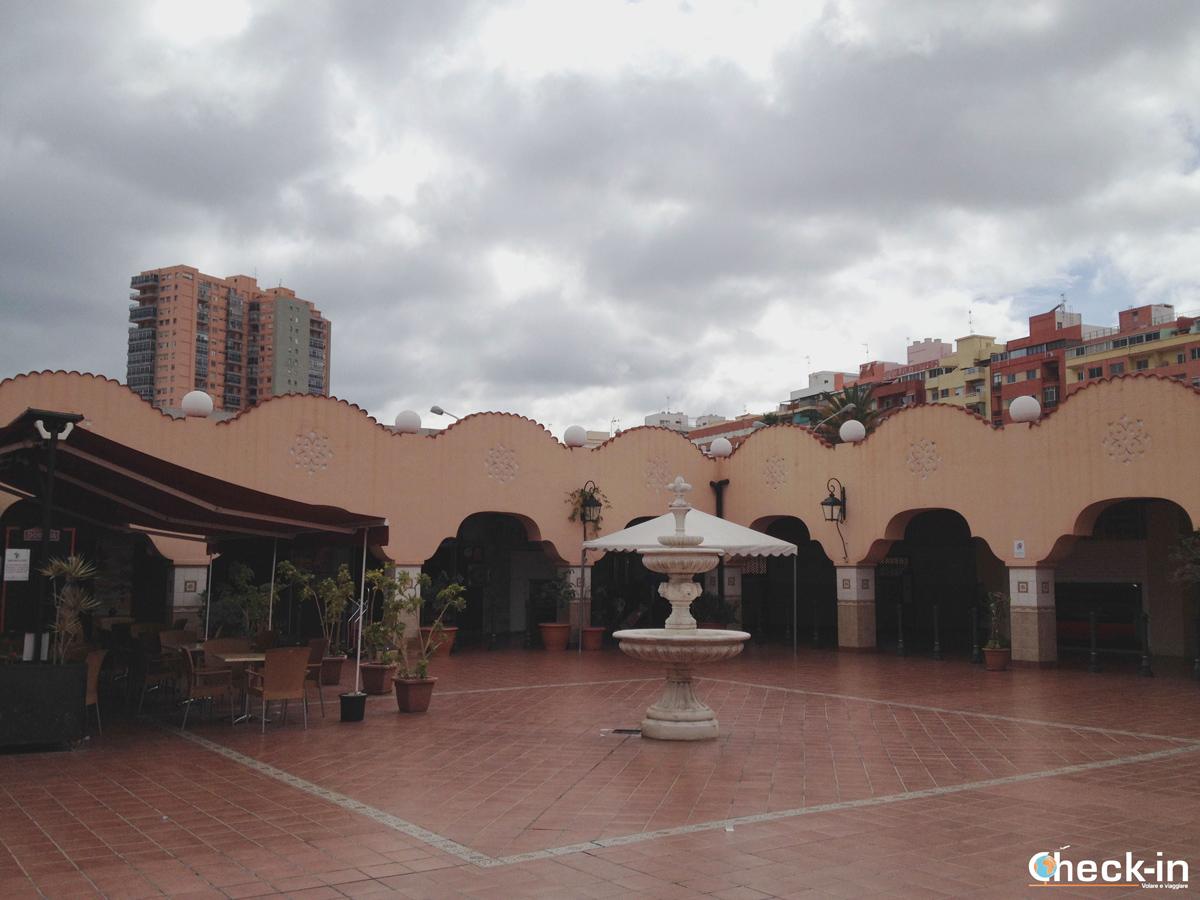 Piazza all'interno del Mercado de Nuestra Señora de África di Santa Cruz de Tenerife