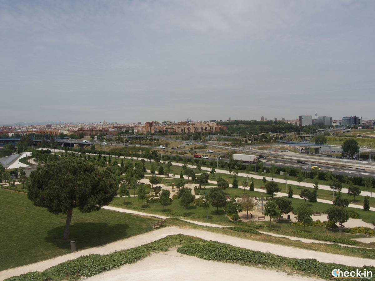 Vista panoramica di Madrid da La Atalaya, Parque Lineal del Río Manzanares