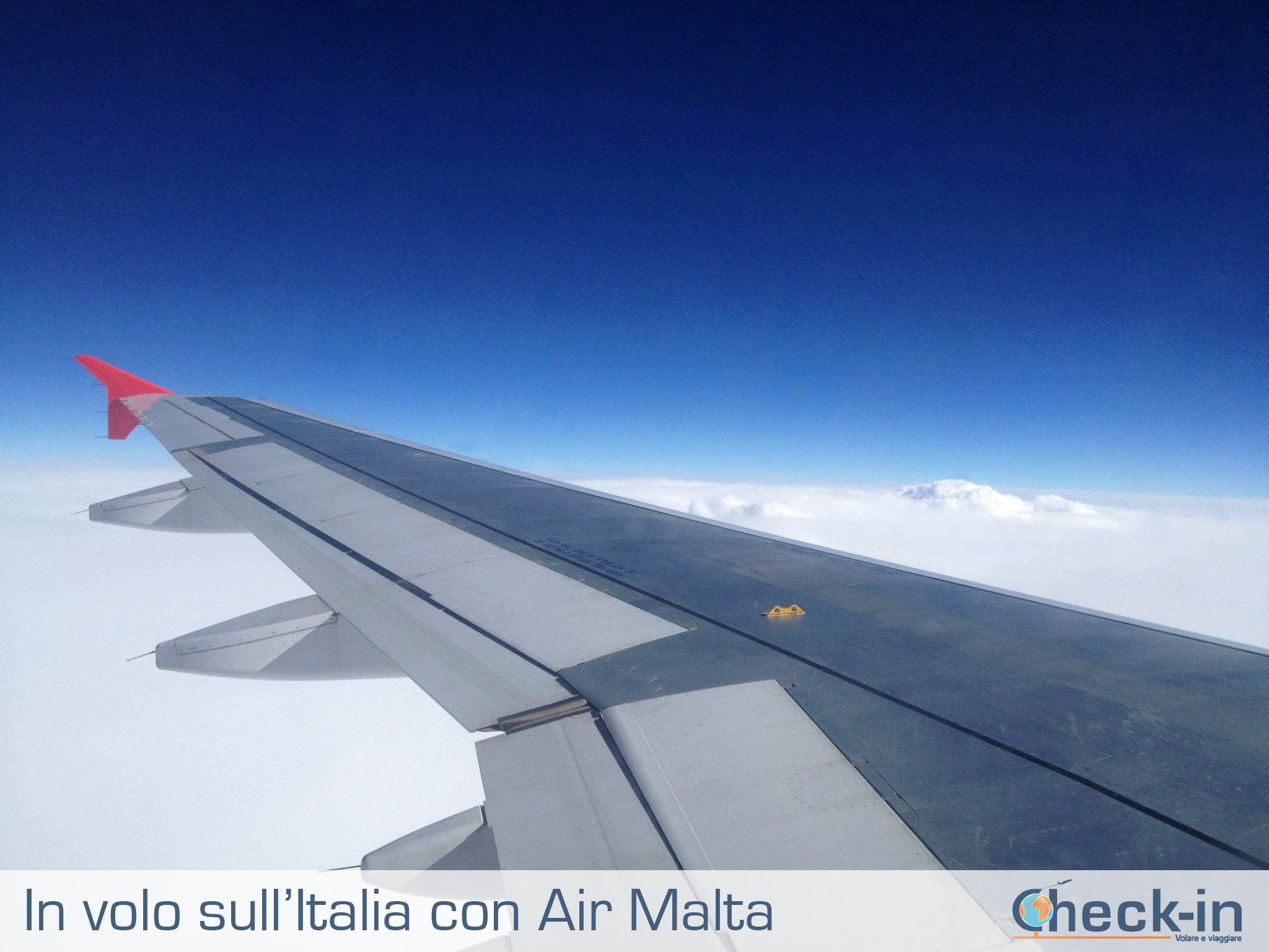 in volo con Air Malta appena dopo il decollo da Milano