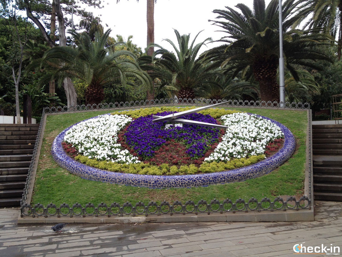 Santa Cruz De Tenerife e l'orologio floreale