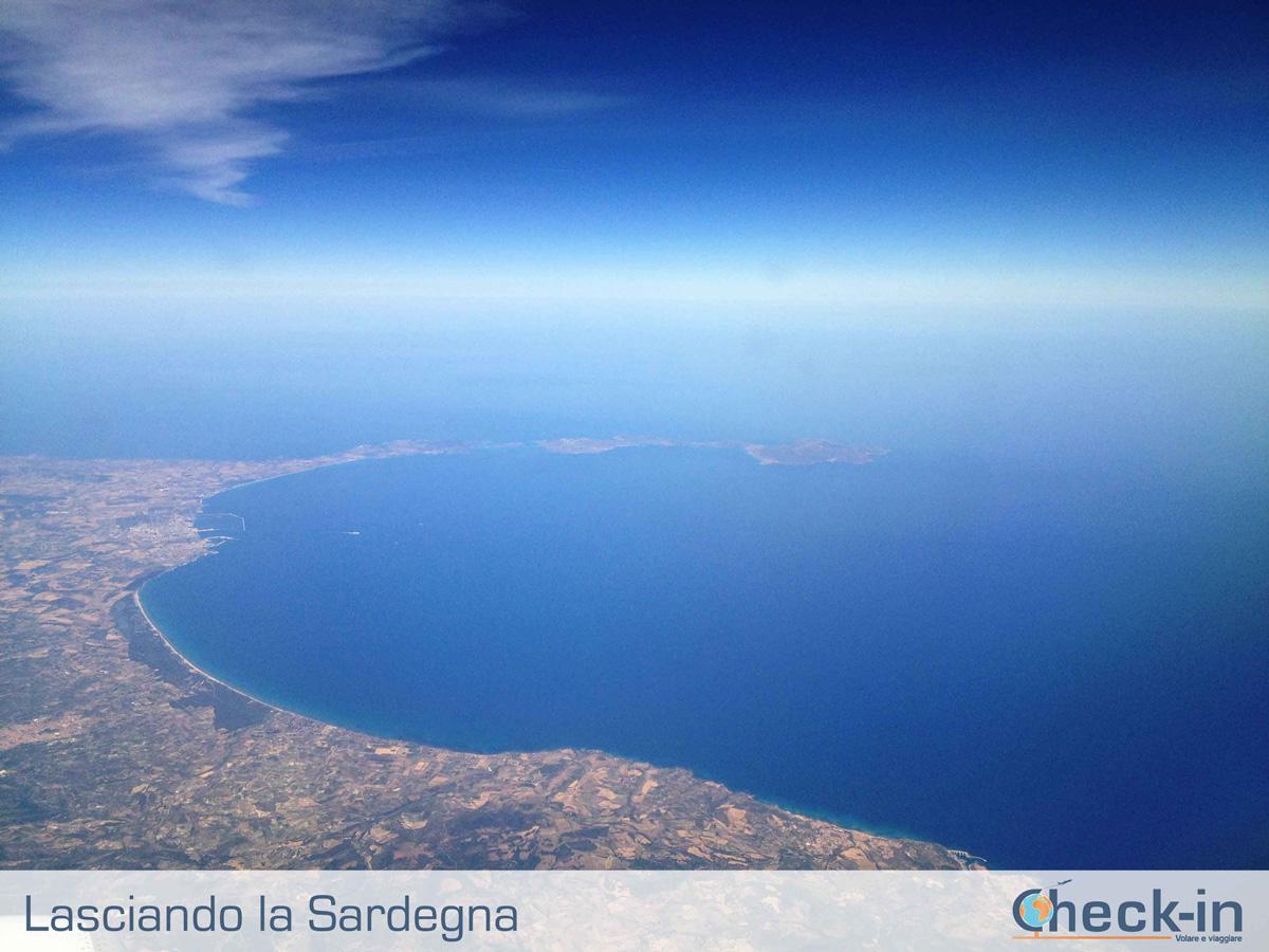 Da Milano a Cagliari, in volo sulla costa sarda