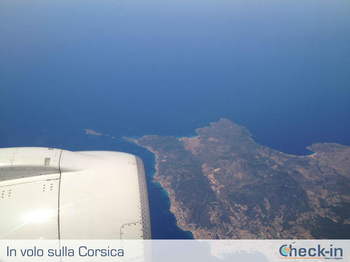 Da Milano a Cagliari, in volo sulla Corsica