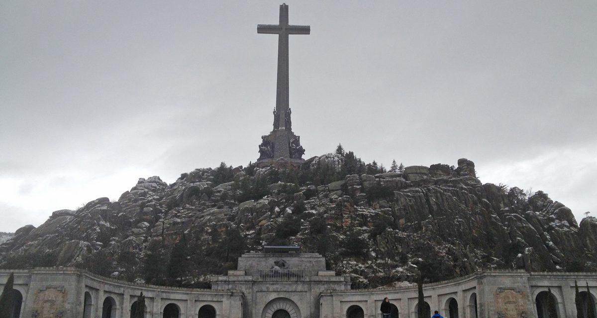 """Basilica del Valle de los Caidos, visita della chiesa """"contestata"""" con un'escursione giornaliera da Madrid"""