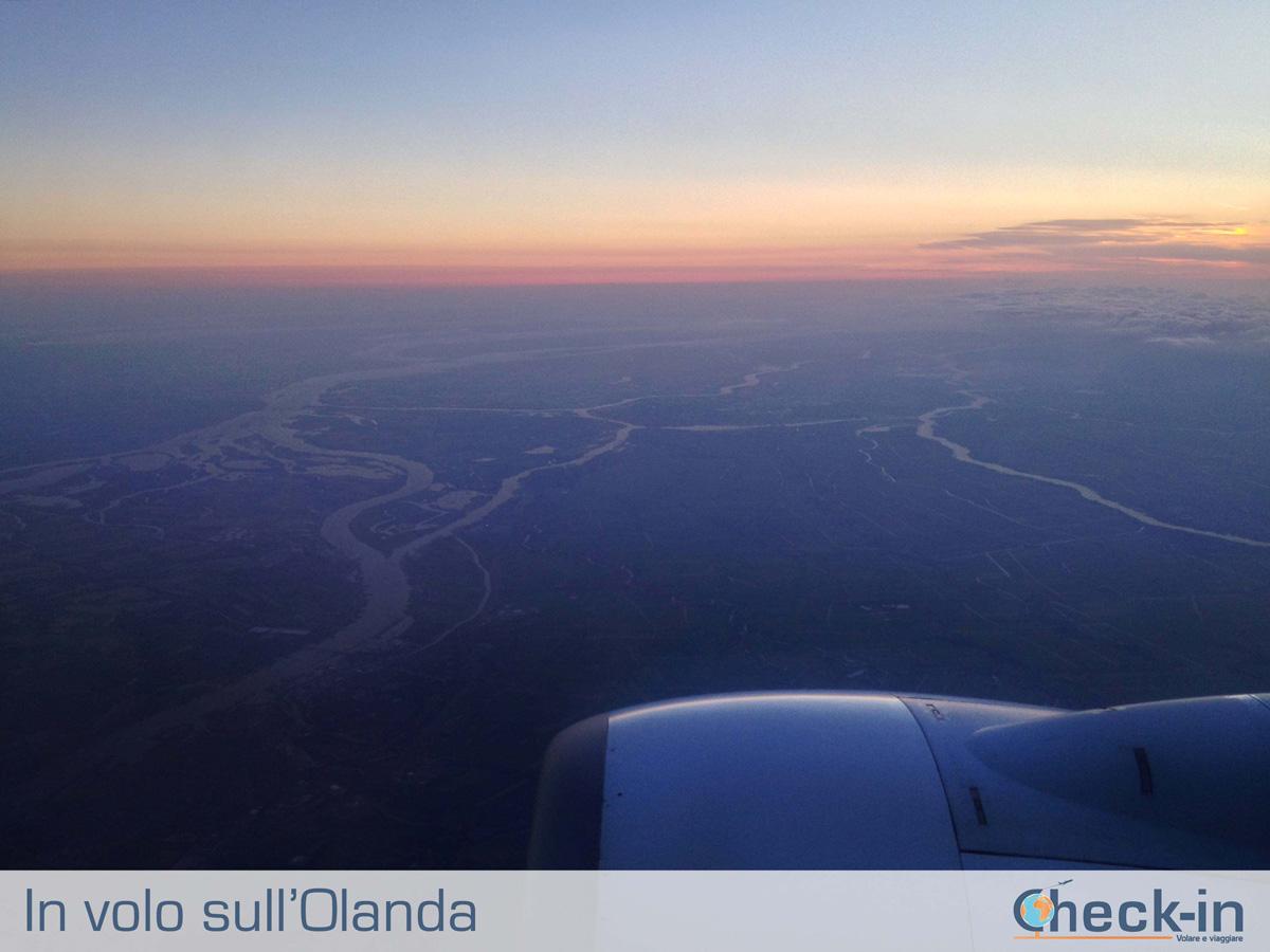 In volo da Milano ad Amsterdam: tramonto sull'Olanda