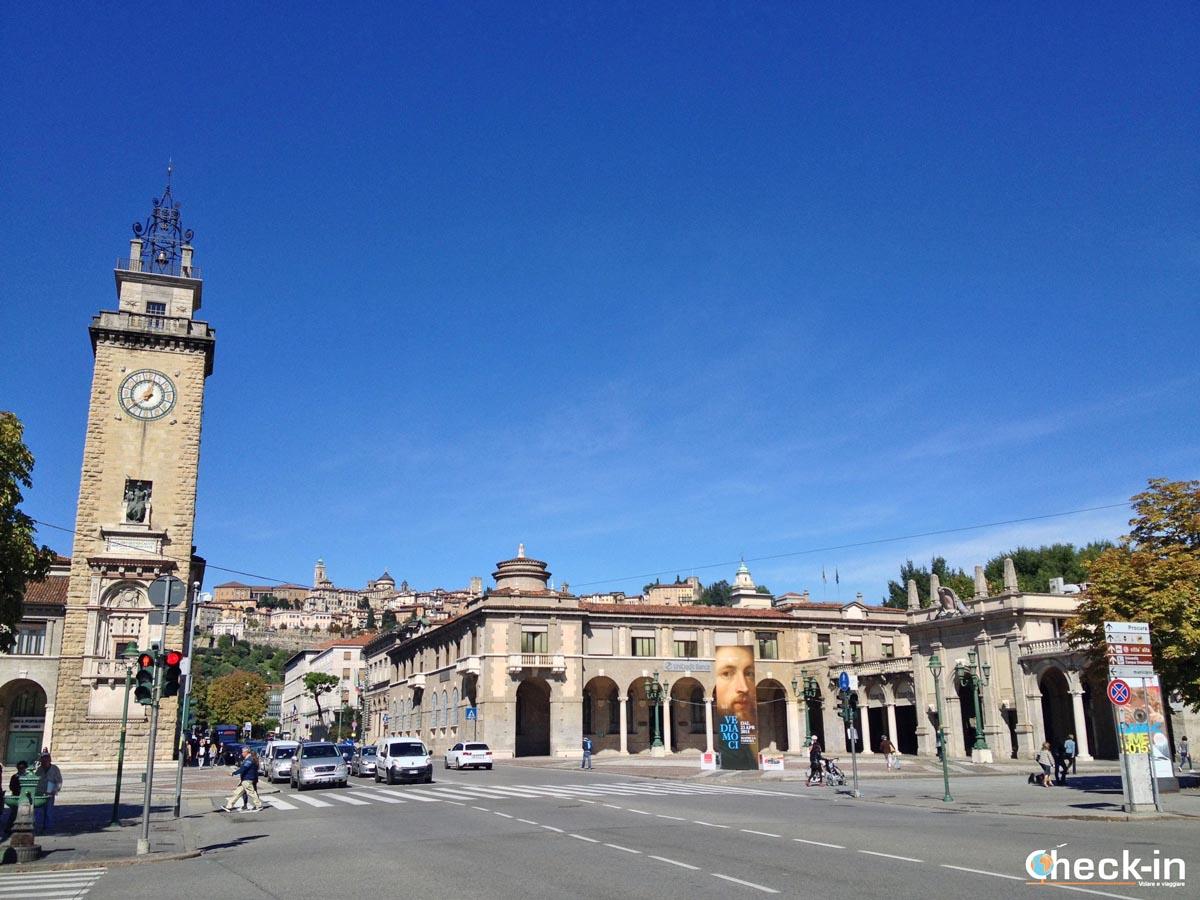 5 cose da vedere a Bergamo (Lombardia): cartolina-ricordo da Porta Nuova