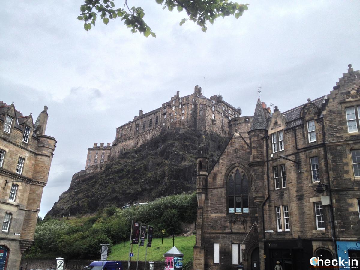 La Old Town di Edimburgo: Edinburgh Castle ammirato da Grassmarket