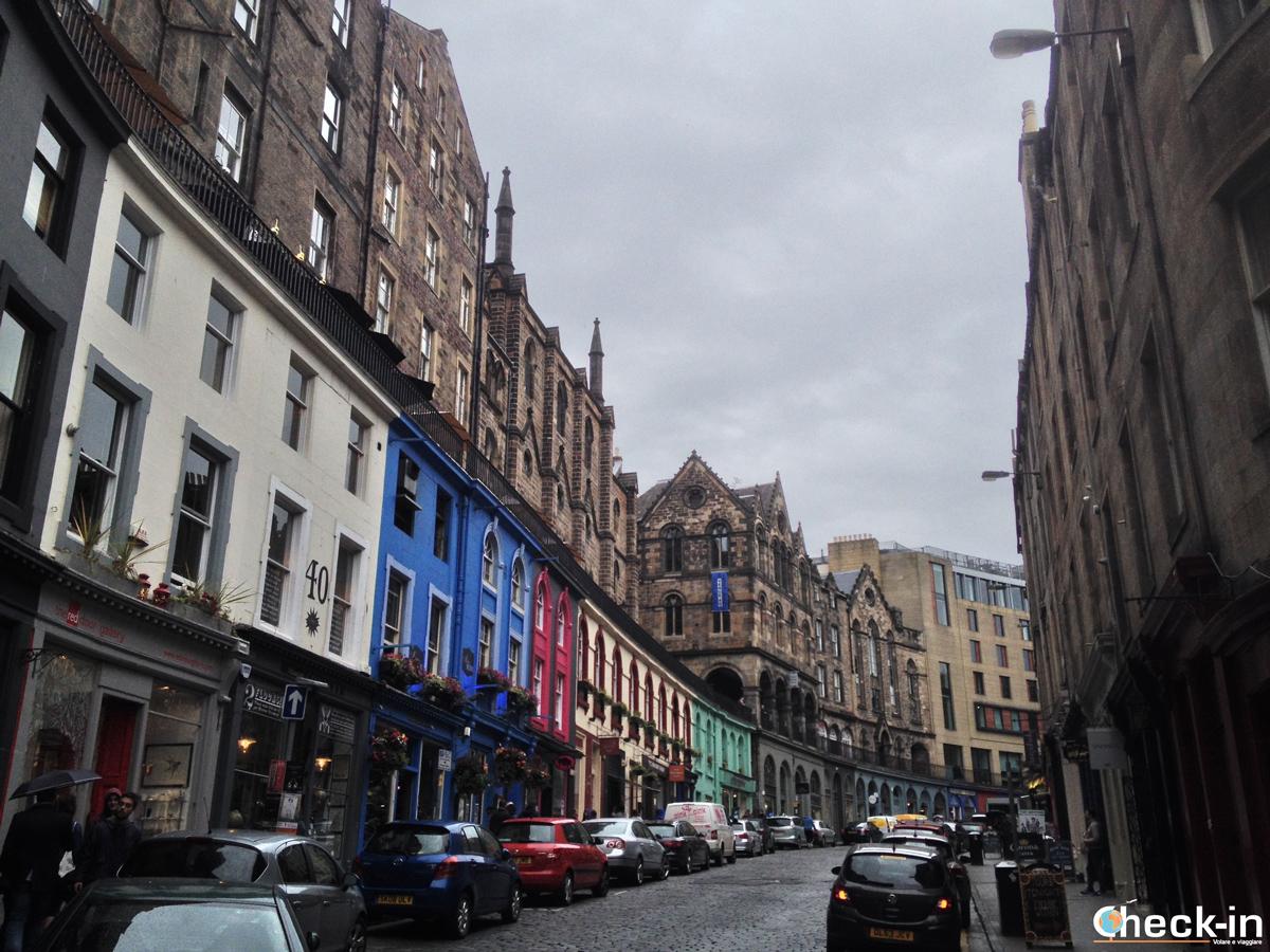 La Old Town di Edimburgo: scorcio di Victoria Street