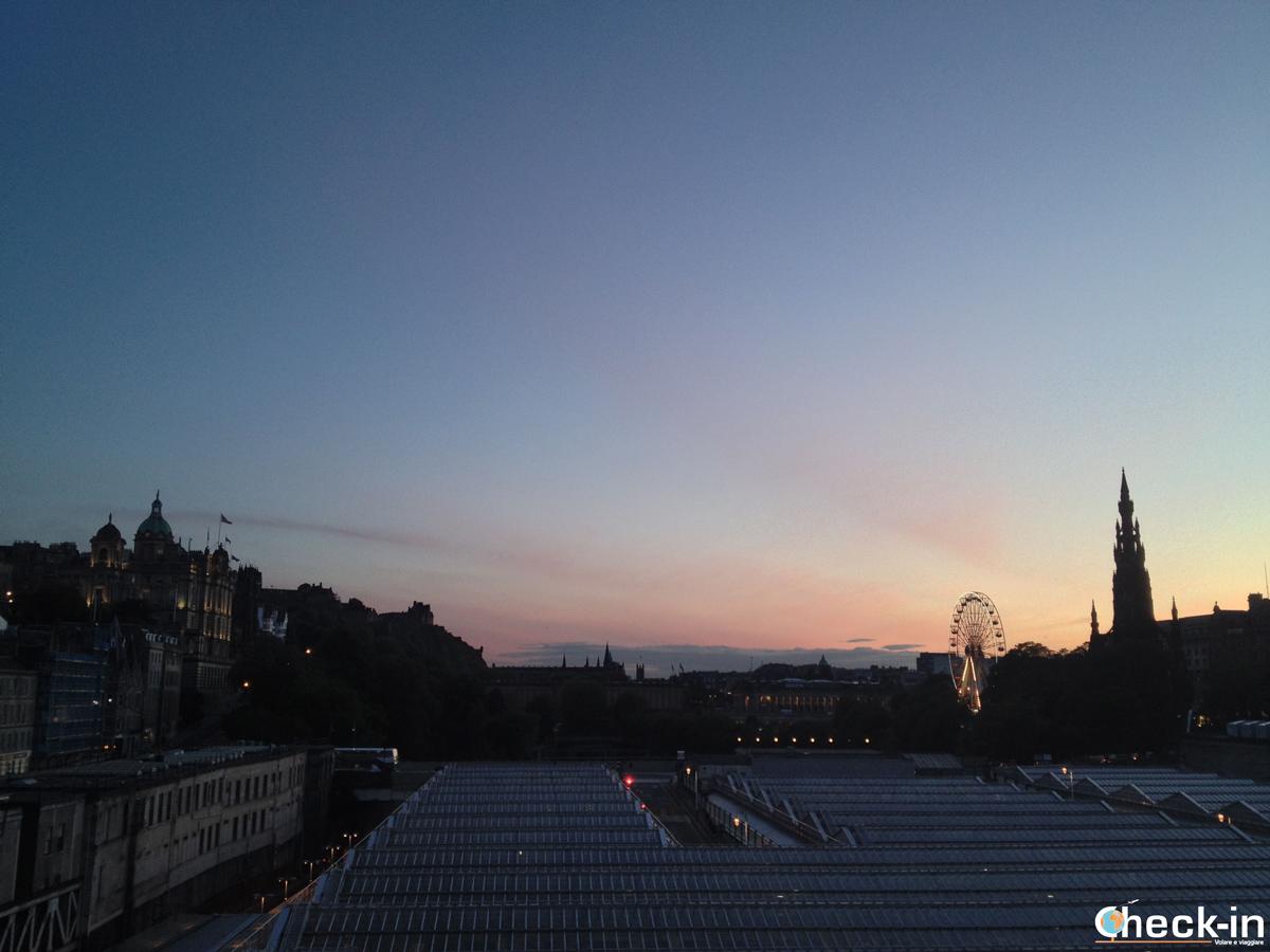 La New Town di Edimburgo: scorcio della città al tramonto