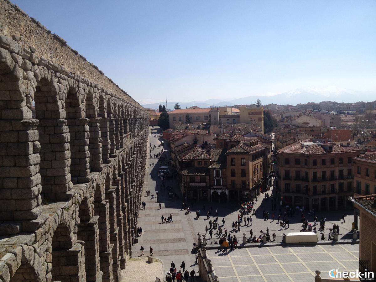Cosa vedere a Segovia: scorcio dell'Acquedotto da in cima alla Plaza del Azoguejo