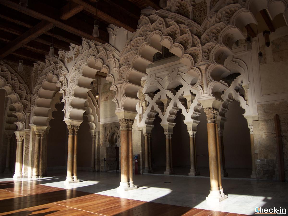 Centro storico di Saragozza: portico del Palacio de la Aljafería