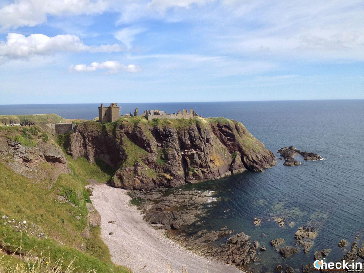 Vista del Dunnottar Castle dalla costa circostante