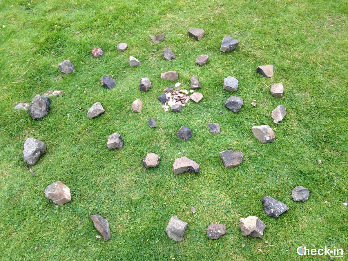 Offerte alle fate di Fairy Glen, isola di Skye