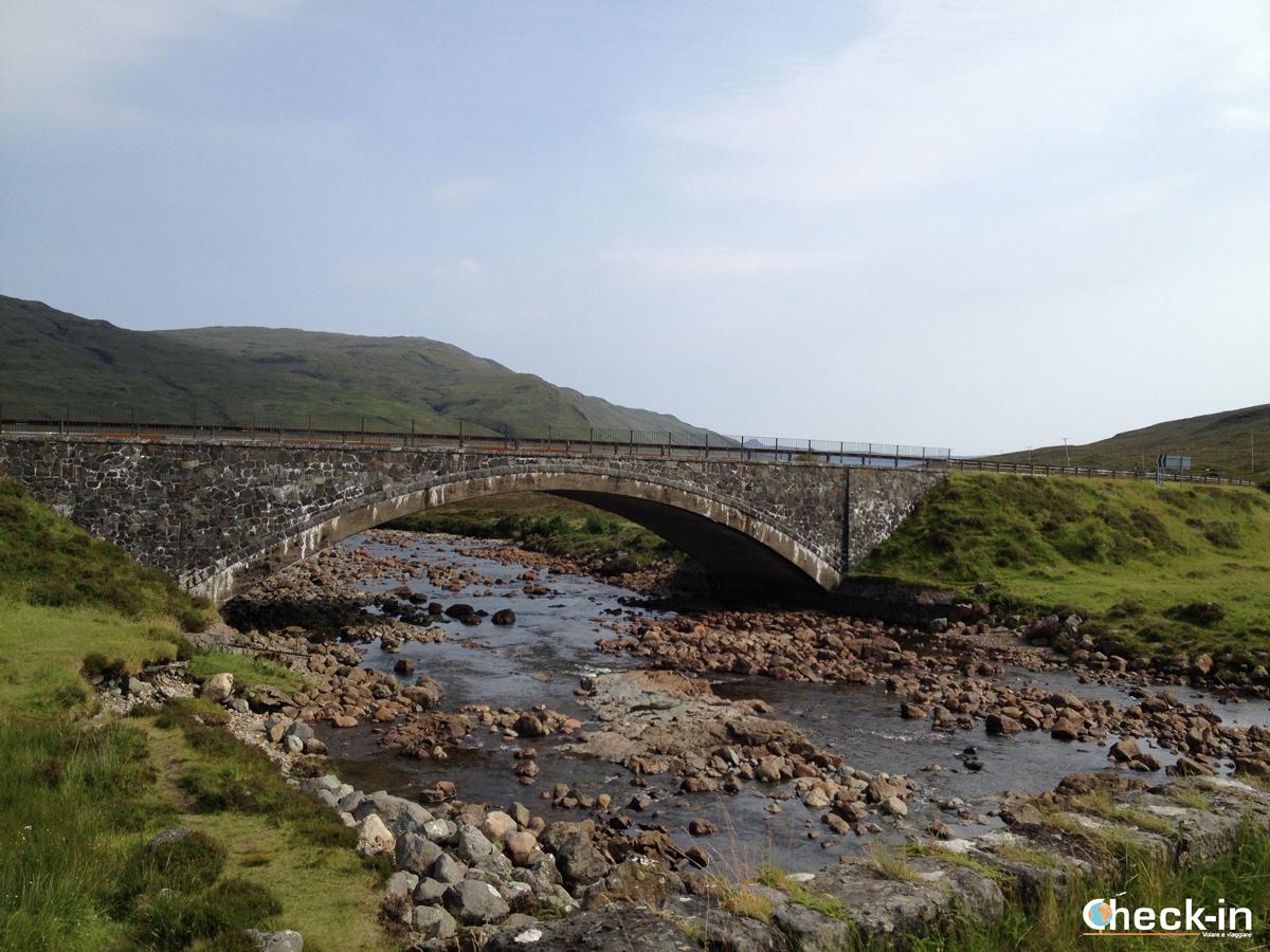 Il Ponte nuovo sul fiume Sligachan, isola di Skye