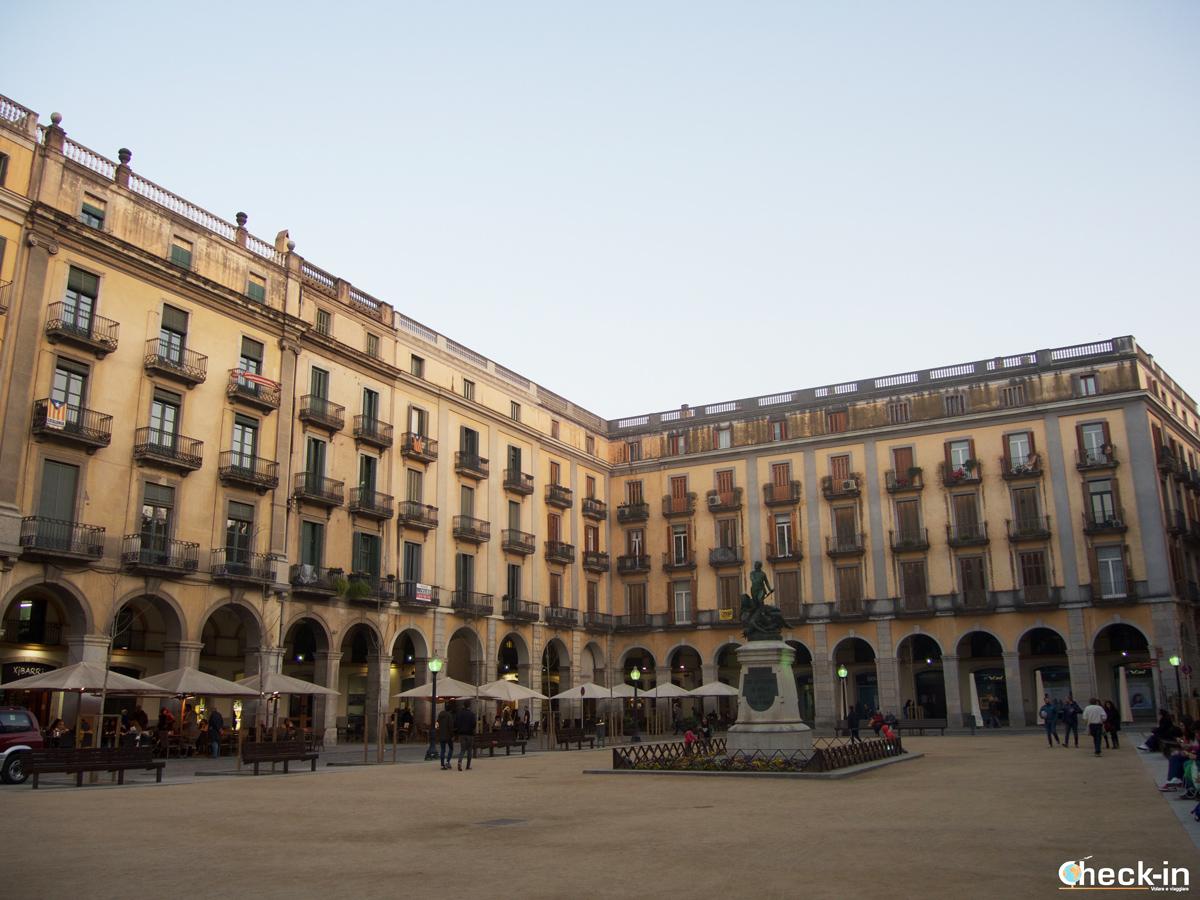 Cosa vedere a Girona: Plaça de la Independència