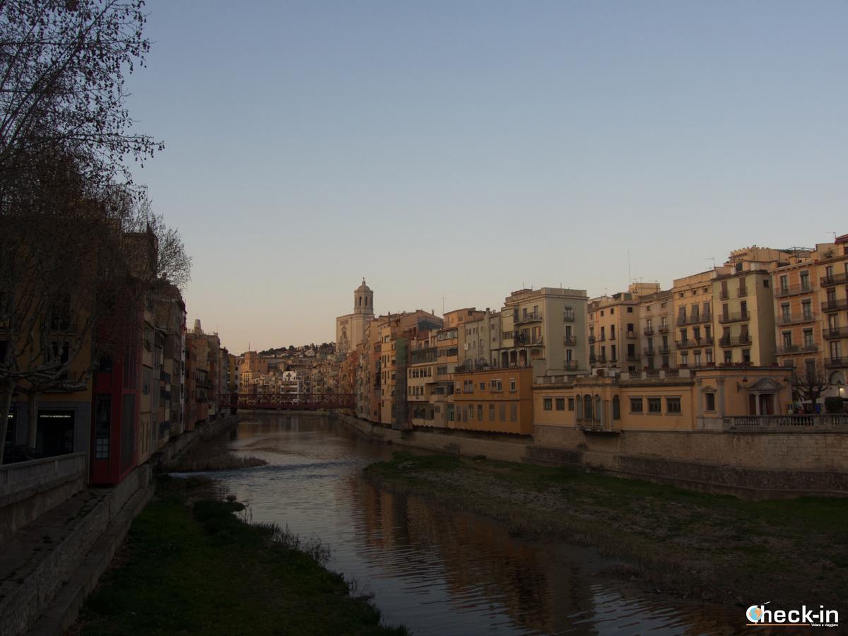 Le case colorate di Girona, capoluogo della Costa Brava - Come arrivare in autobus e treno