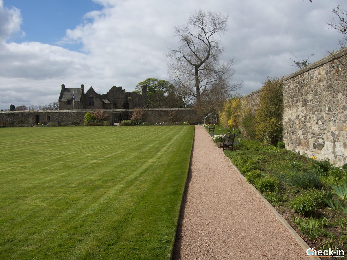 I giardini dentro le mura del Castello di Aberdour