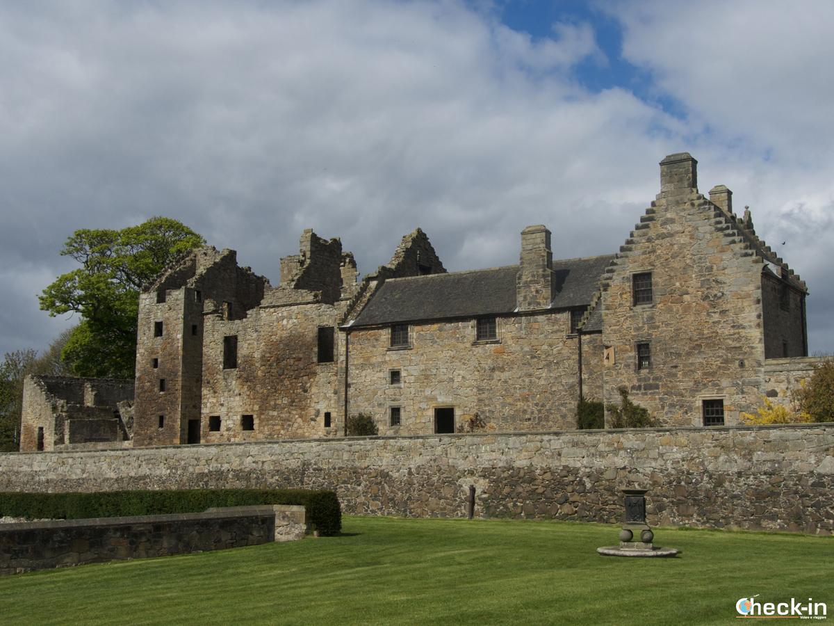 Il Castello di Aberdour visto dai giardini a terrazza