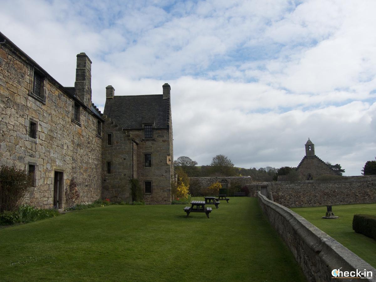 Il Castello di Aberdour visto dal lato rivolto verso i giardini