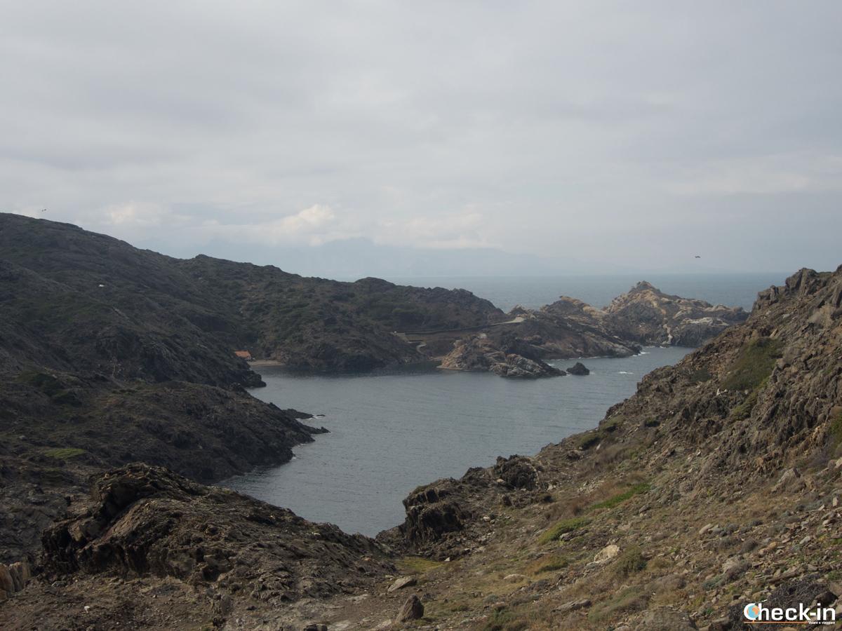 La strada che da Cadaqués conduce al faro di Cap de Creus
