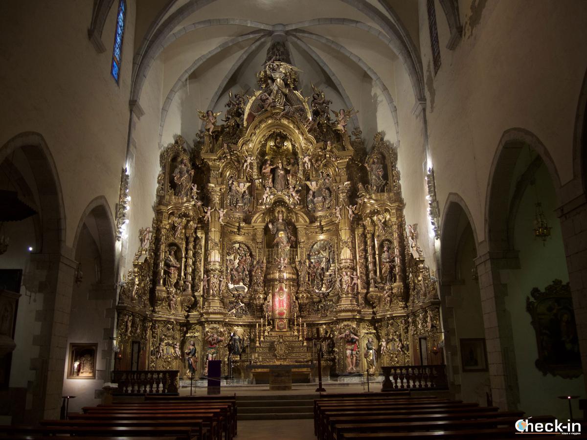 La pala d'altare custodita nella Chiesa di S. María di Cadaqués