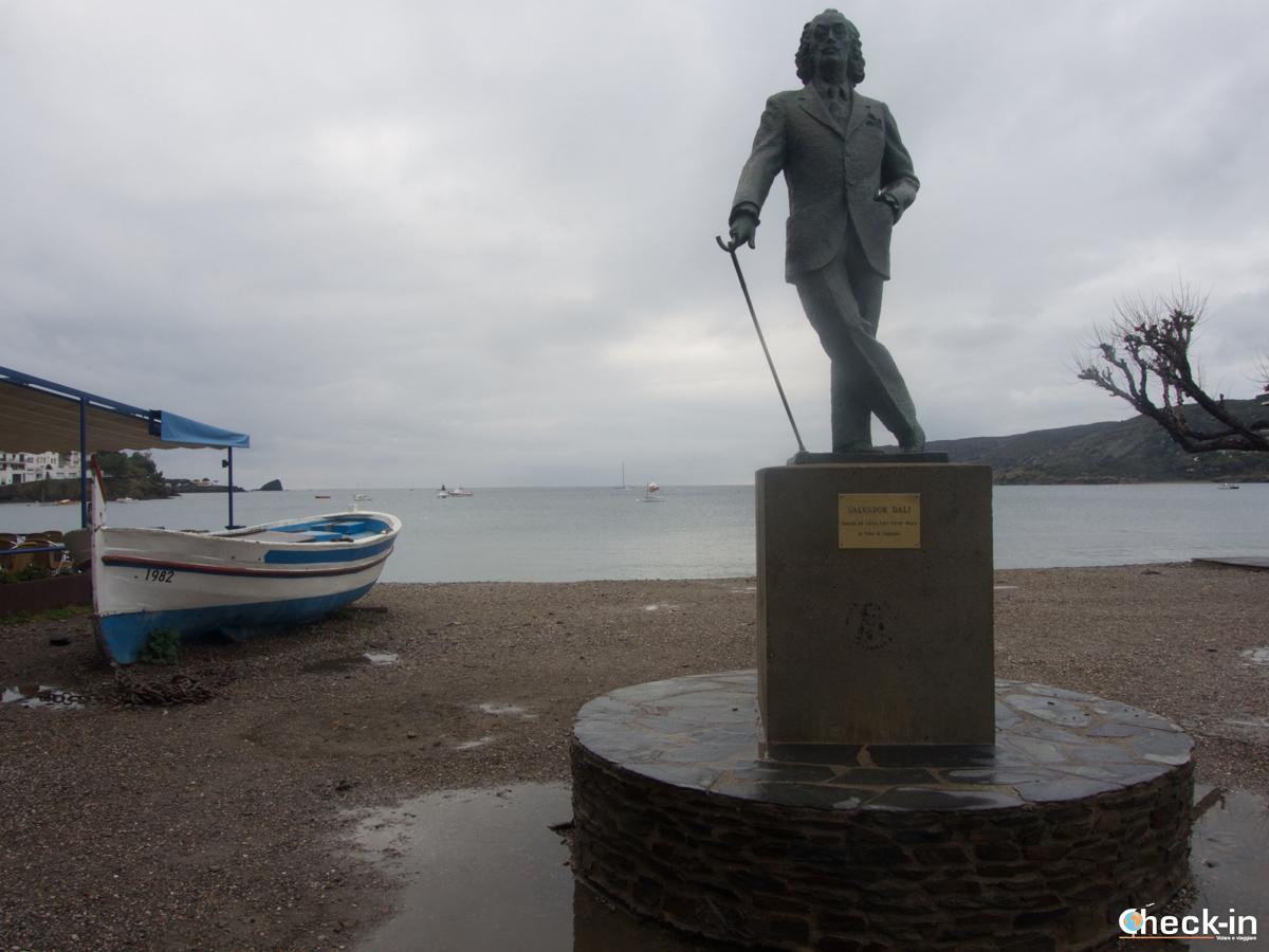 La statua di Dalí a Cadaqués