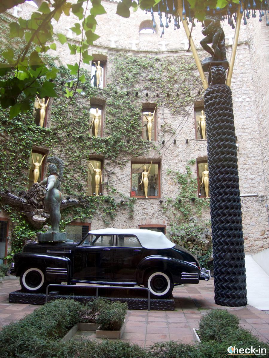Il cortile interno del Museo Dalí di Figueres