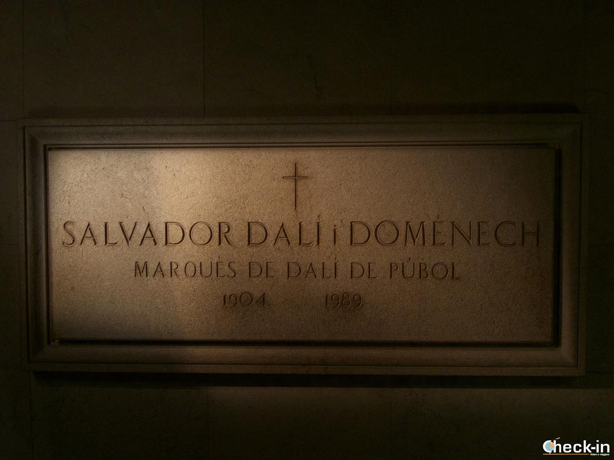 La tomba di Dalí all'interno del Museo di Figueres