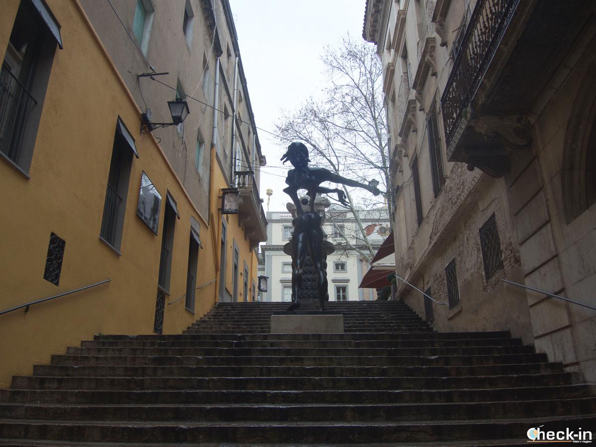 Il Newton surrealista di Figueres