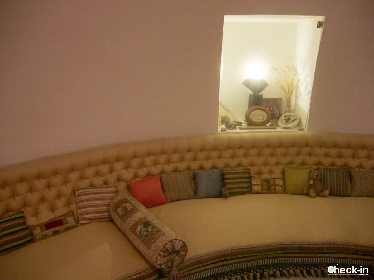 La stanza ovale all'interno della casa di Dalí di Port Lligat
