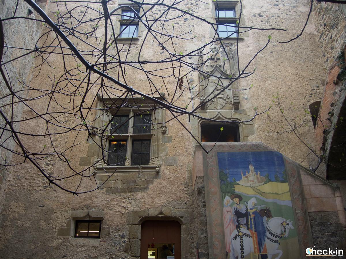 Il patio interno del Castello Gala-Dalí di Púbol