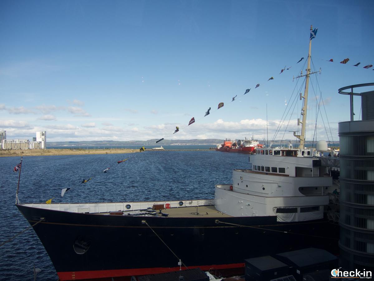 La prua del Britannia vista dall'Ocean Terminal
