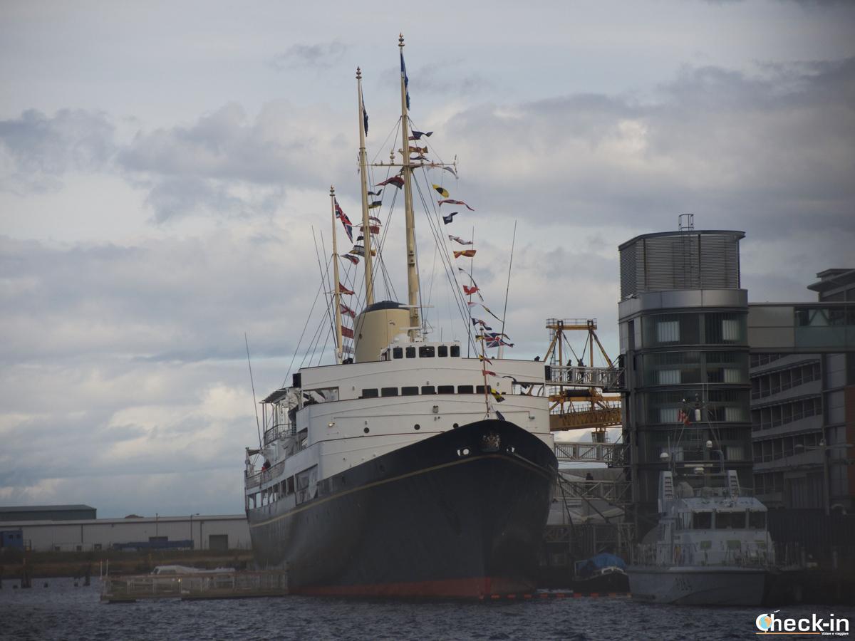 Il Britannia visto dal porto di Leith