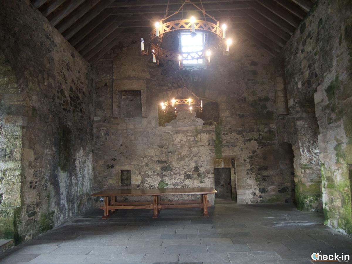 Esplorando la Central Tower nel Blackness Castle