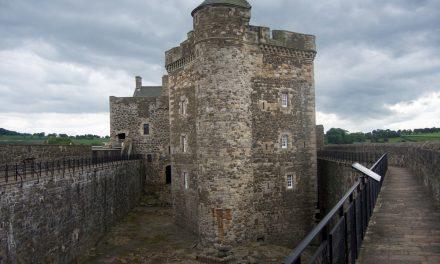 Le location di Outlander nei dintorni di Edimburgo, visita del Linlithgow Palace e del Blackness Castle