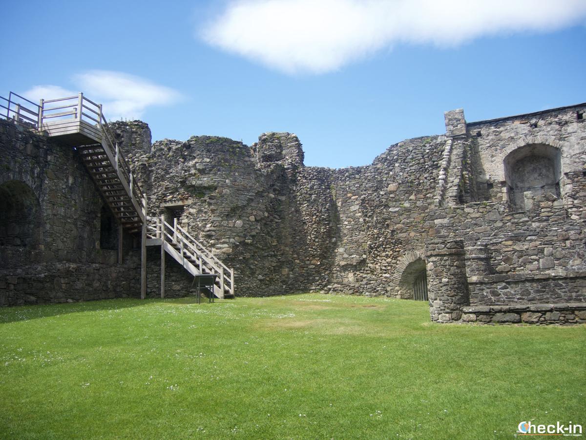 Visita di Dunstaffnage Castle: courtyard