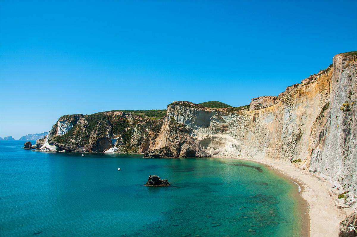 La spiaggia di Chiaia di Luna sull'isola di Ponza