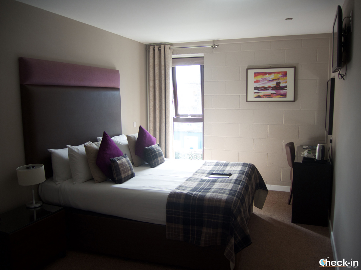 Camera da letto al The Ranald Hotel di Oban