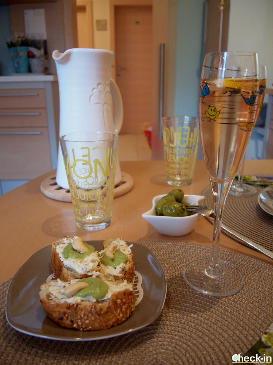 Cosa mangiare in Austria: Krenbrot mit wasabitopping and nuts