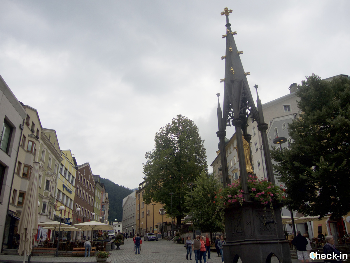 Cosa vedere a Kufstein: la Marienbrunnen in Unterer Stadtplatz
