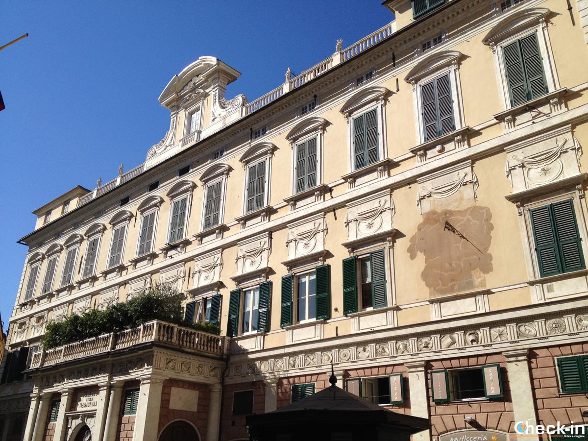 Cosa vedere nel centro storico di Genova: via Cairoli e Palazzo della Meridiana