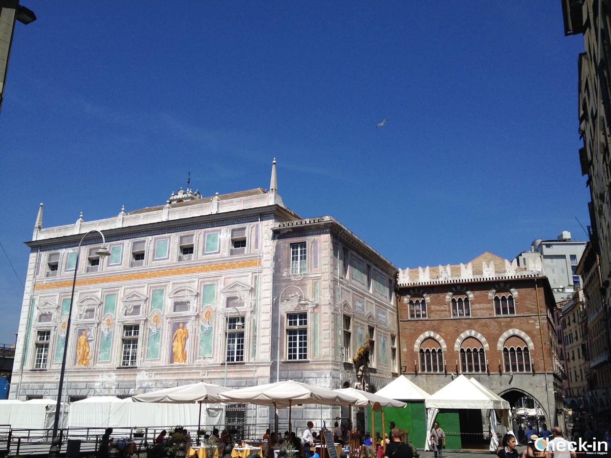 Cosa vedere nel centro storico di Genova: Palazzo San Giorgio e Piazza Caricamento