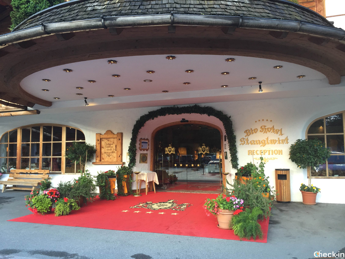 L'entrata 5 stella dell'Hotel Stanglwirt a Going - Tirolo, Austria